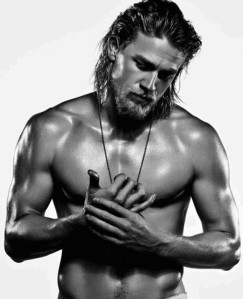 rs_634x782-130903113619-634.Charlie-Hunnam-Mens-Fitness6.mh.090313 (1)
